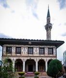 Außen- Ansicht zu beschmutzter Moschee Alaca Cami Kalkandelen malte alias Moschee, Tetovo, Nord-Mazedonien stockfoto