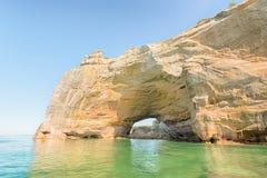 Au bord du lac national portail et décrit grand de roches, MI photographie stock