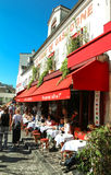 Au Cadet de Gascogne是位于蒙马特的法国传统咖啡馆,巴黎,法国 免版税库存图片