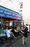 Au Clairon De Chasseur jest Francuskim tradycyjnym kawiarnią lokalizować w Montmartre, Paryż, Francja Obraz Royalty Free