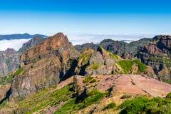 Au coeur de la Madère près de la montagne Pico font Arieiro - paysage montagneux photographie stock libre de droits