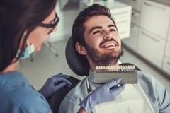 Au dentiste image stock