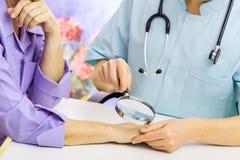 Au dermatologue Photo stock