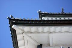 au-dessous du toit de Japonais de château Image libre de droits