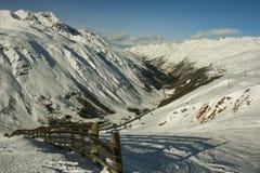 Au-dessus d'une vallée de montagne Images libres de droits