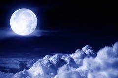 au-dessus de la lune de nuages Images stock