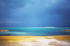au-dessus de la mer morte de l'Israël de nuages Photos libres de droits