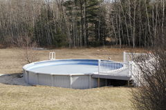 Au-dessus de la piscine au sol Image libre de droits