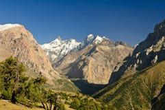 au-dessus de la vallée de neige de peacks Image libre de droits