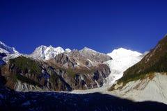 Au-dessus de la vue de la montagne du gong GA dans Sichuan Chine photos stock