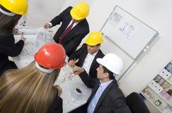 Au-dessus de la vue des architectes s'asseyant à Image stock