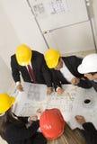 Au-dessus de la vue des architectes s'asseyant à la table Image libre de droits