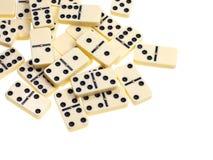 Au-dessus de la vue des dominos dispersés Image stock