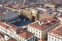 Au-dessus de la vue du della Repubblica de Piazza à Florence Photos stock