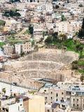 Au-dessus de la vue du théâtre romain antique dans la ville d'Amman Photo libre de droits
