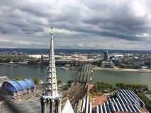 Au-dessus de la vue sur le pont de Hohenzollern image stock