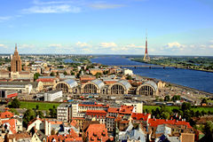 au-dessus de Riga Image stock