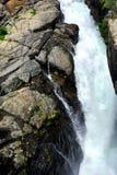 Au-dessus des automnes de crique de lac Image libre de droits
