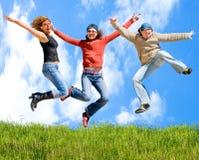 au-dessus des cieux ci-dessous d'herbe Photos libres de droits