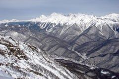 Au-dessus des montagnes photos stock