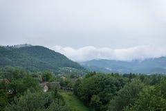 Au-dessus des montagnes d'un nuage Photo libre de droits