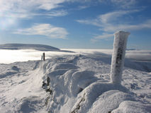 Au-dessus des nuages approchez-vous de Glenshee images libres de droits