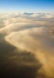 Au-dessus des nuages au lever de soleil de coucher du soleil Images stock