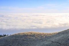 Au-dessus des nuages dans le bâti Tamalpais images libres de droits