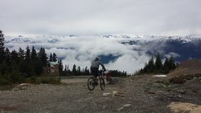 Au-dessus des nuages en parc de vélo de Whistler Photographie stock libre de droits