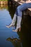 au-dessus des pattes arrosez la femme Photographie stock