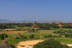 Au-dessus des temples de Bagan photographie stock libre de droits