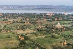 Au-dessus des temples de Bagan photos libres de droits