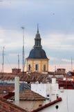 Au-dessus des toits du `s de Madrid Images libres de droits