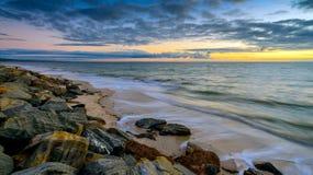 au-dessus du coucher du soleil de mer Long effet d'exposition Photos libres de droits