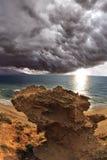 au-dessus du nuage noir de la mer Méditerranée Image libre de droits