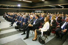 Au forum économique international de St Petersburg visiteurs, invités et participants du forum Image stock