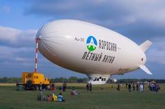 au för 30 airship Arkivbild