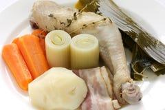 au gotujący się kurczaka feu garnka warzywo zdjęcia stock