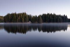 Au lac Image libre de droits