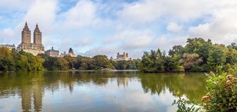 Au lac dans le Central Park image stock