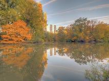 Au lac dans le Central Park images stock