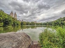 Au lac dans le Central Park photographie stock