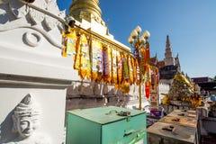 Au nord de la lampe de la Thaïlande dans le temple Images stock