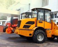 Au parking de camions à ordures, tracteurs Photos libres de droits