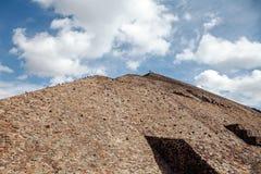 Au pied du piramyd du Sun teotihuacan Mexico Image stock