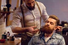 Au salon de coiffure photographie stock