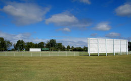 Au sol de cricket image stock