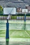 Au sol humide de basket-ball image libre de droits