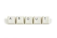 Au sujet de des clés de clavier dispersées sur le blanc Photographie stock