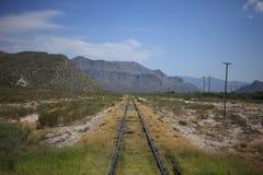 Au sujet des voies de train photo stock